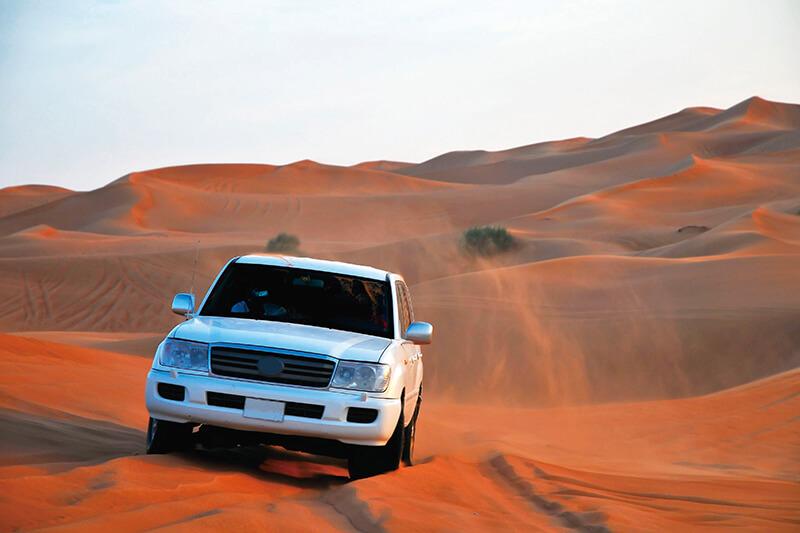ドバイの砂漠ドライブ