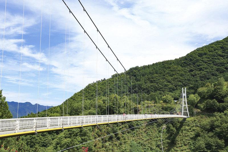 シャボン玉の舞う絶景つり橋!! 群馬県上野村の「上野スカイブリッジ」をご紹介