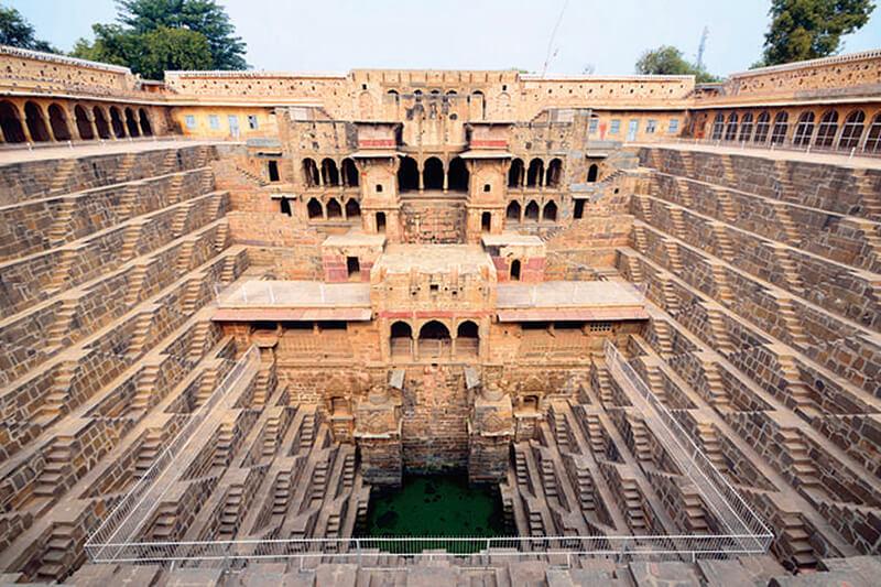 インドの不思議スポット!? 「チャンド・バオリの階段井戸」が幾何学的で超カッコいい!!