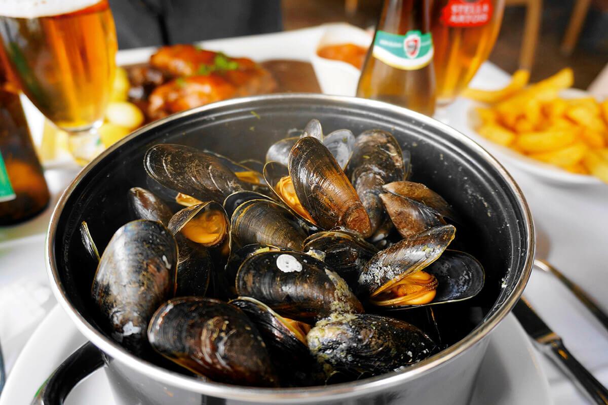 ベルギー名物 ムール貝の白ワイン蒸し