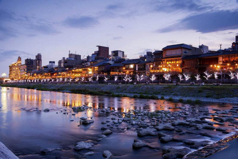 おしゃれな大人の贅沢。京都の夏の風物詩「川床」を体験しよう!