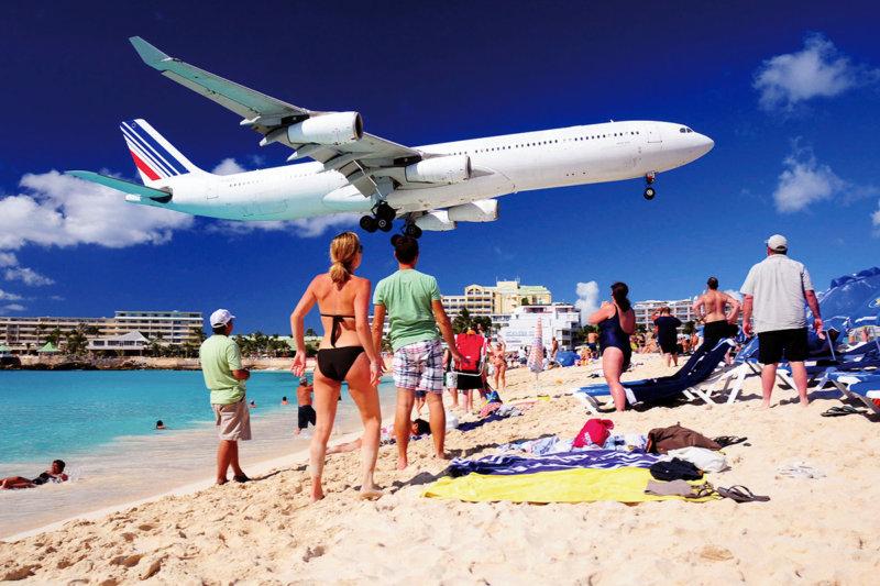 oh my God!! 頭上スレスレに迫る飛行機にドキドキ!! いつかは行ってみたい「セント・マーチン島」