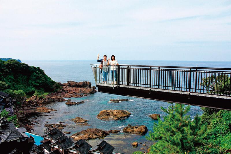 「青の洞窟」が石川県にもある!? 源義経の伝説が残るパワースポット「珠洲岬」