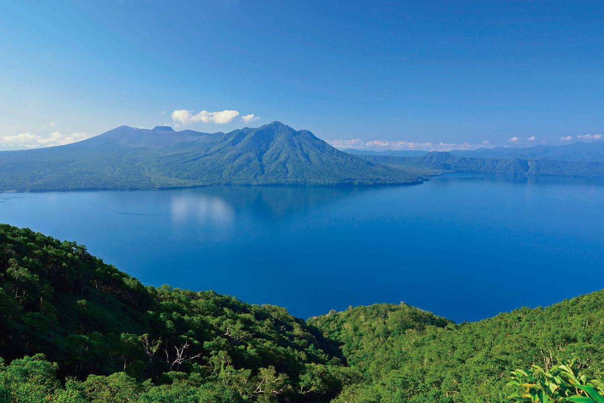 紋別岳から見た支笏湖と樽前山 夏