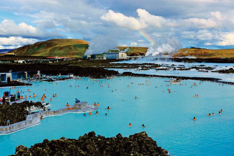 世界最大の露天風呂!! アイスランドの青い温泉「ブルーラグーン」を楽しもう