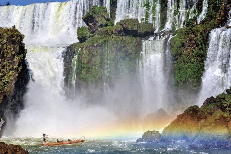 空から川から? 夜も見られる? 世界三大瀑布「イグアスの滝」の楽しみ方!