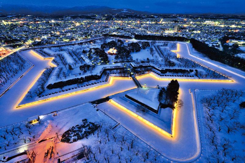 北海道・函館に冬に行くなら「五稜郭」で幻想的なイルミネーションを楽しもう