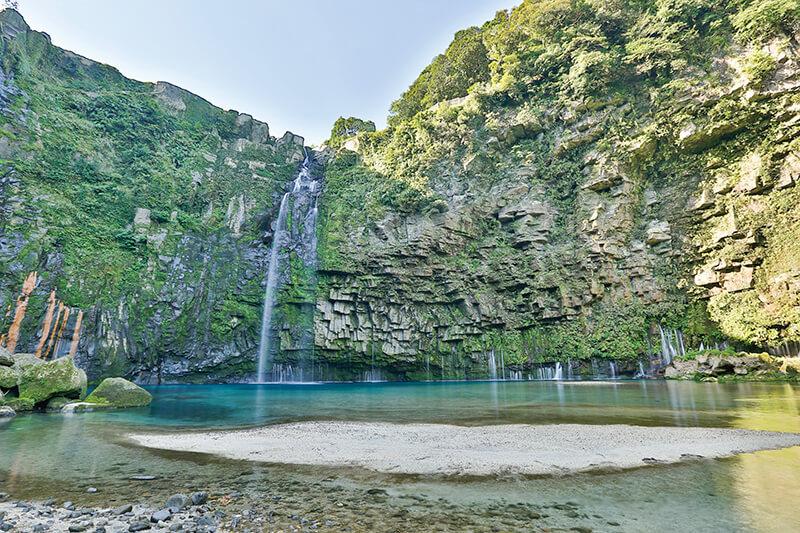 雄川の滝 展望所から川岸に下りた場所からの眺め