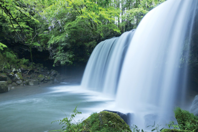 熊本県小国町にある裏側にまわれる滝「鍋ヶ滝」で四季折々の美しさを堪能しよう!