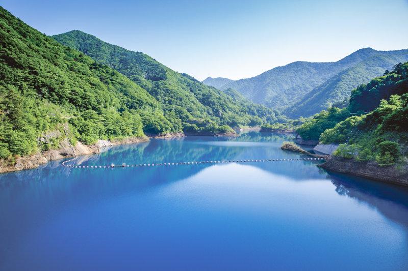 群馬県の四万温泉周辺で楽しめる「四万ブルー」を見に行こう!! 奥四万湖や四万湖の絶景を満喫!