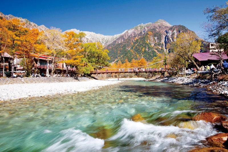 長野県・上高地。おすすめシーズンは新緑の初夏と秋の紅葉!! 爽やかな日本アルプスでハイキング!