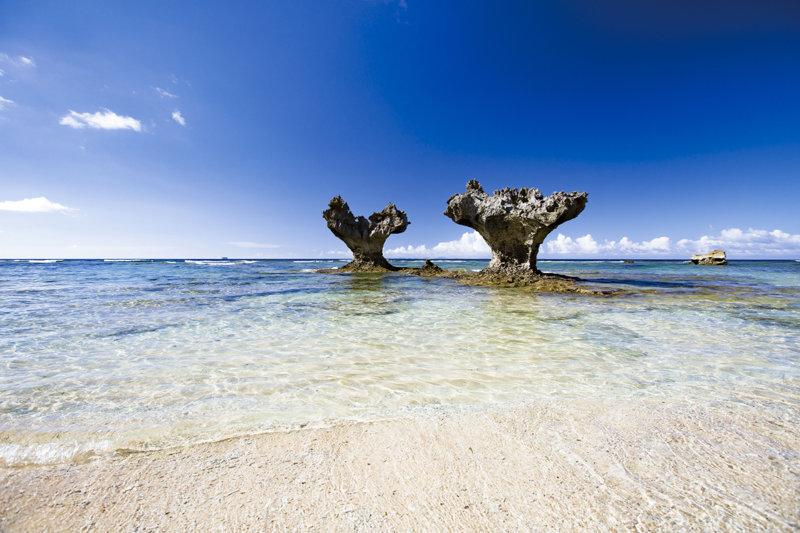 沖縄のパワースポット「古宇利島」を満喫!! ハートロックやオーシャンタワーへ行こう!