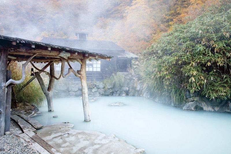秋田の秘湯「乳頭温泉郷」で湯めぐりと郷土料理を堪能しよう!