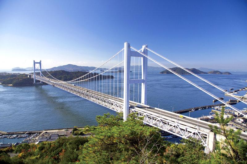 本州と四国を結ぶ瀬戸大橋は観光スポットとしてもおすすめ! 展望台やライトアップをご紹介!