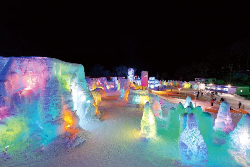 札幌から車で約70分。北海道の絶景湖「支笏湖」で温泉やライトアップを満喫しよう!