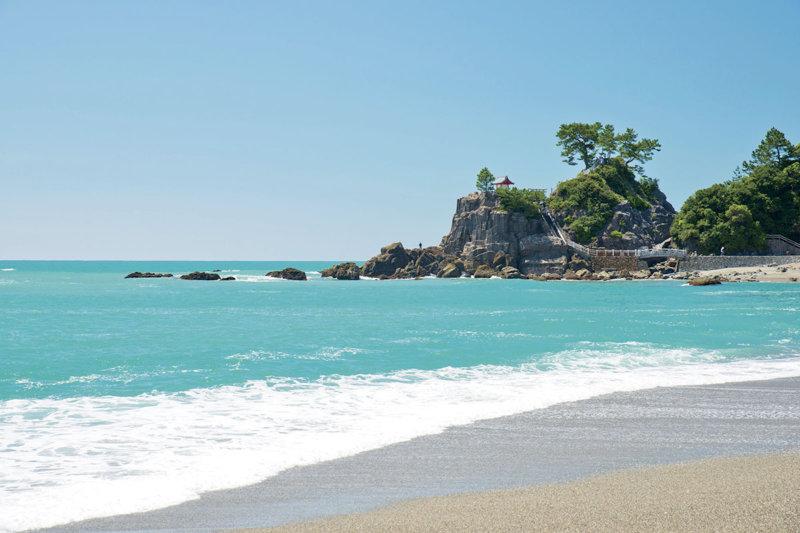 坂本龍馬ゆかりの地! 高知県随一の景勝地「桂浜」周辺で水族館や鰹も満喫しよう