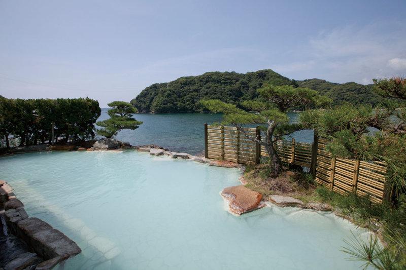 和歌山県紀伊勝浦「碧き島の宿 熊野別邸 中の島」で自然を満喫しながら温泉に