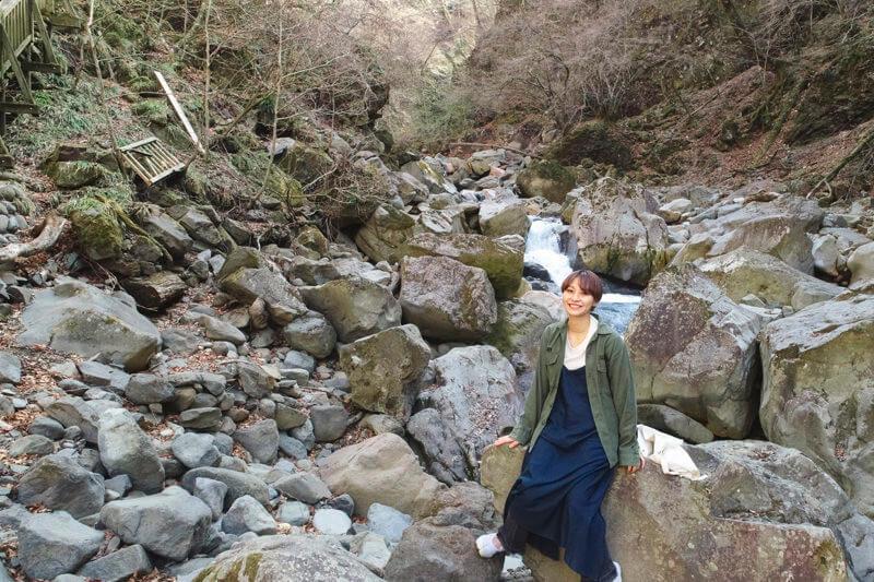 栃木県・那須塩原の秘境「スッカン沢」3本の滝と神秘的な青い渓流に癒されよう