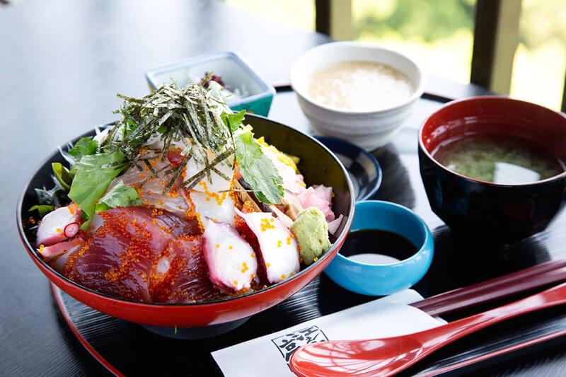 まかない丼1,500円 / 江ノ島亭