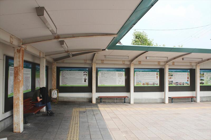 土師ノ里駅 待合スペースと全7枚の「解説看板」