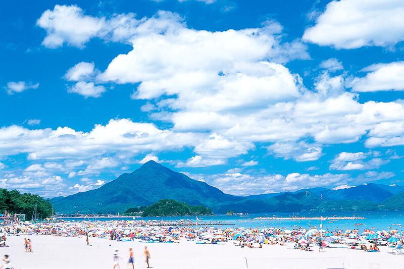 世界に認められた美しさ! 福井県「若狭和田浜海水浴場」に行ってみよう