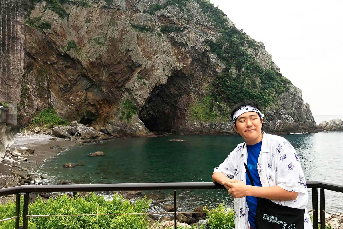 徳浜の断崖と奄美大好きABESTREEMさん