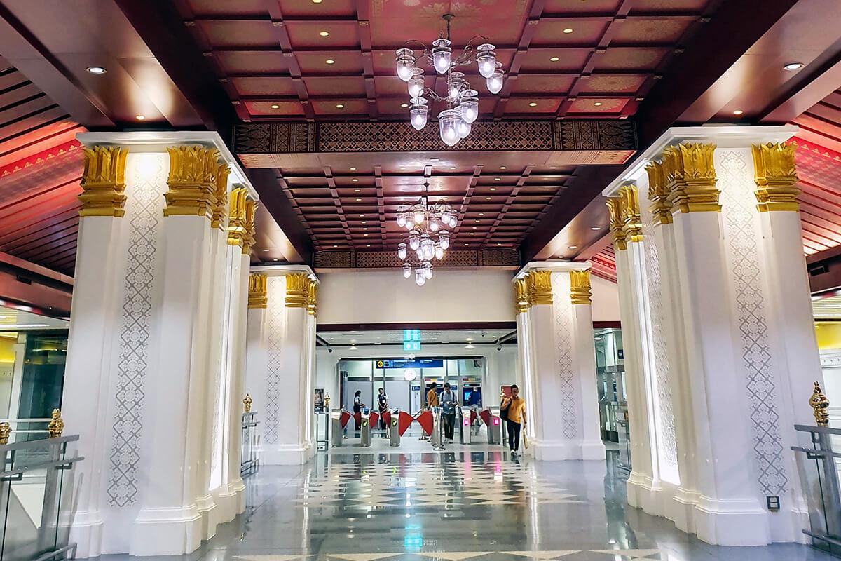 Sanam Chai駅