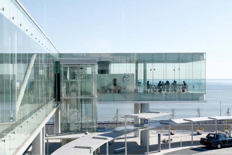 太平洋を一望するガラス張りの絶景カフェ! 茨城県日立市の「SEA BiRDS CAFE(シーバーズカフェ)」