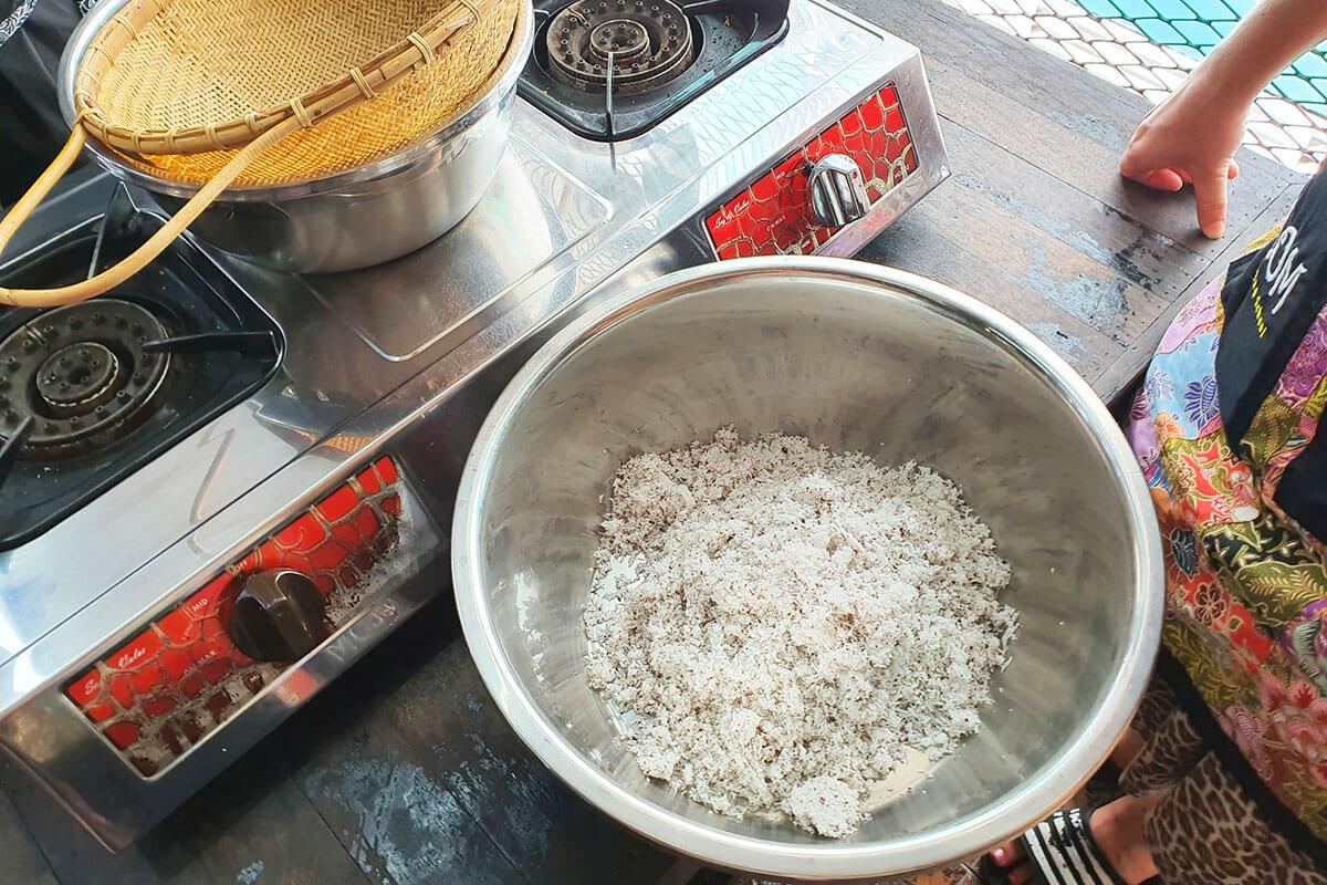 ココナッツミルク作り