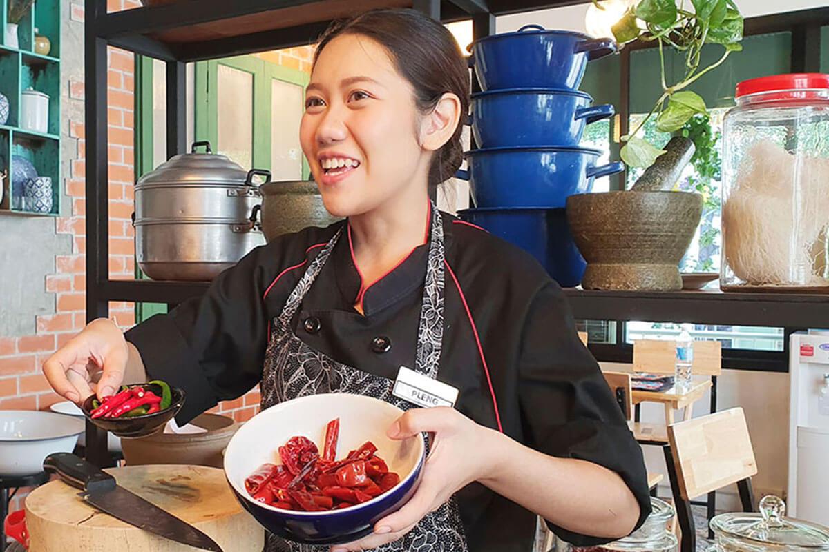 シーロム・タイ・クッキング・スクール(Silom Thai Cooking School)のPLENG先⽣
