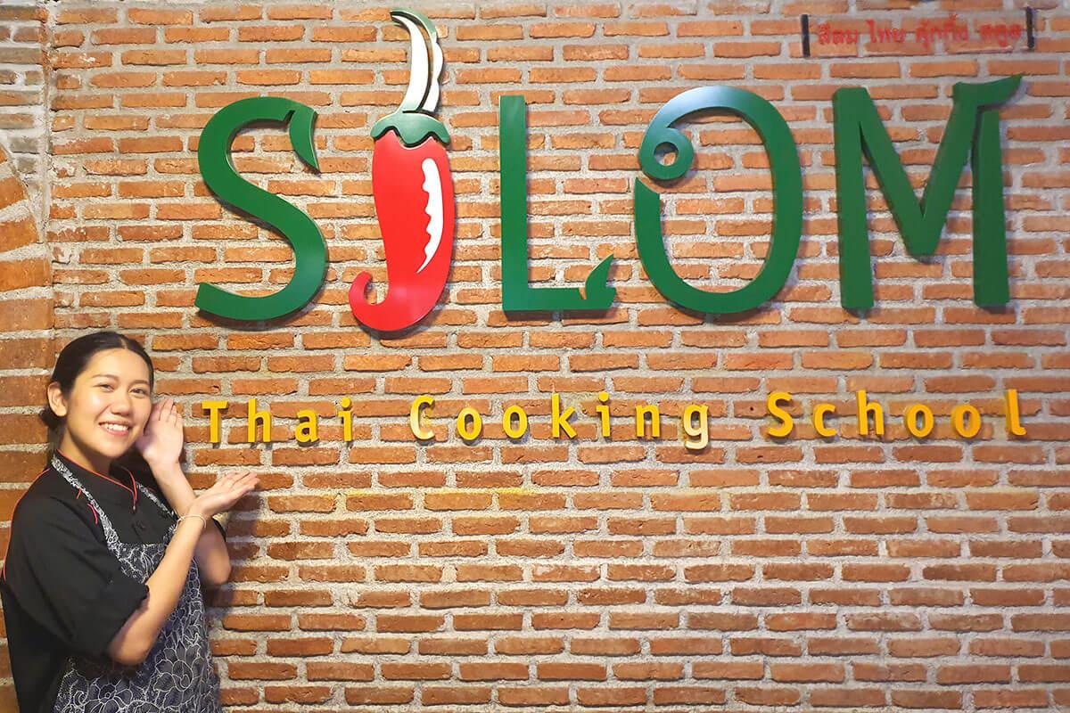 今回のタイ料理を教えてくれたシーロム・タイ・クッキング・スクールのPLENG先⽣