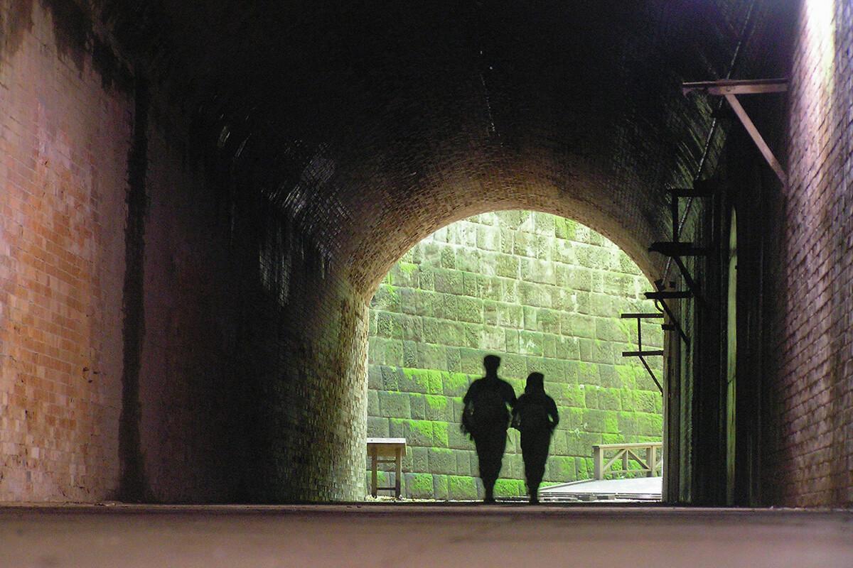 猿島 愛のトンネル