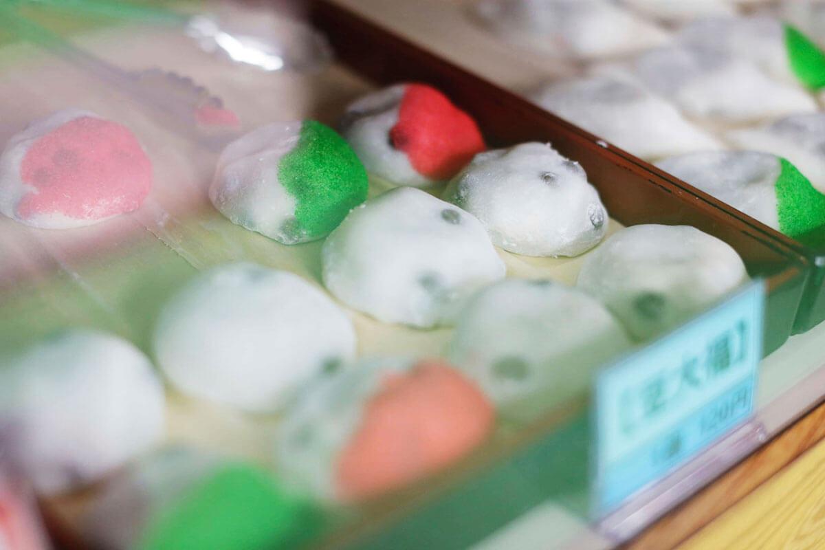 和菓子(カラフルな豆大福)