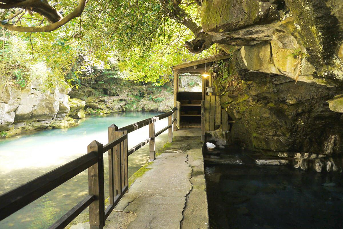 壁湯天然洞窟温泉