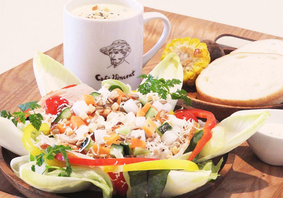 季節野菜のスープとヒマワリサラダ