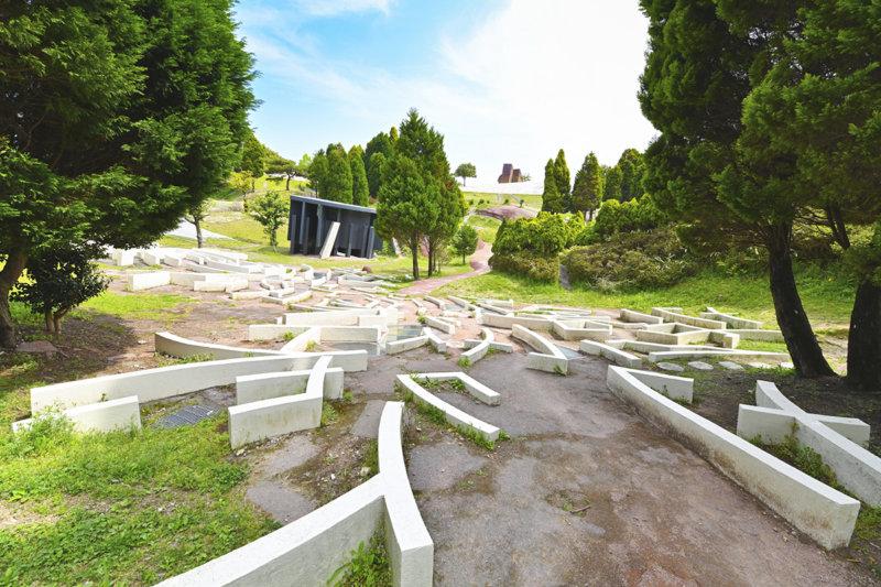 身体で楽しむアートスポット!! 岐阜県の公園にある「養老天命反転地」に行ってみよう