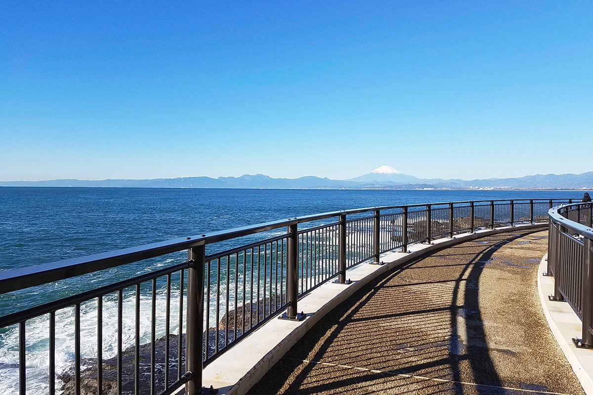 江の島岩屋からの富士山