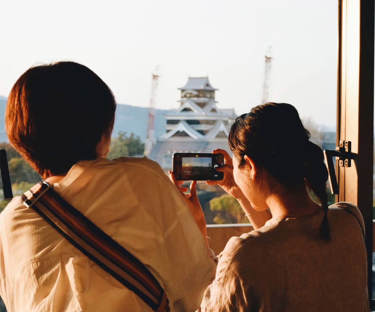 夕日に照らされる熊本城