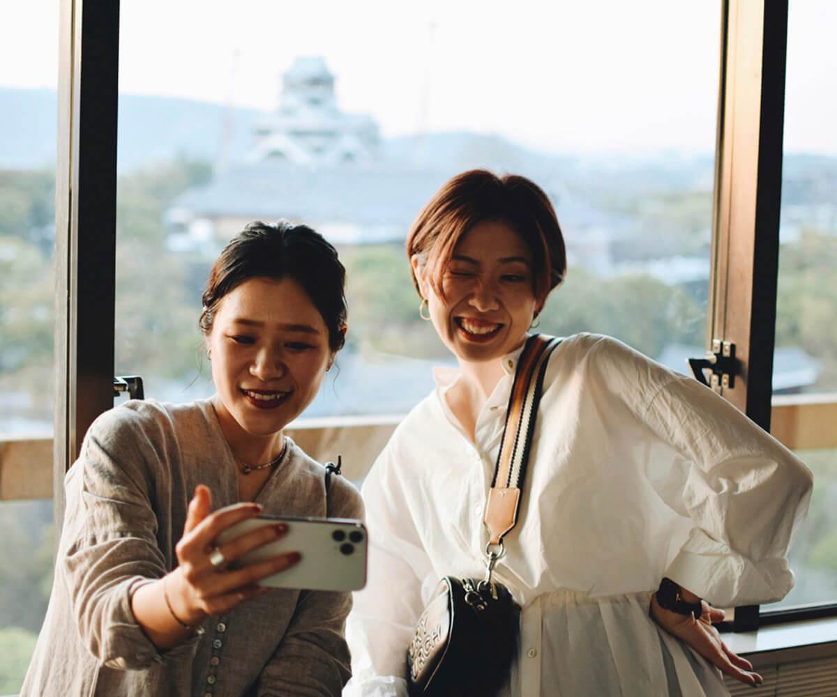 熊本城と一緒に。ナイススマイル!