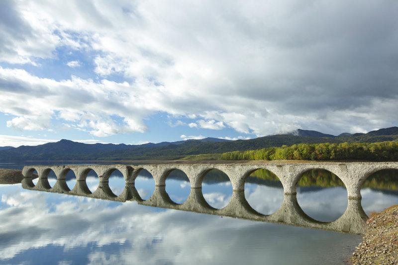 北海道 上士幌町の幻の橋「タウシュベツ川橋梁」を見に行こう!