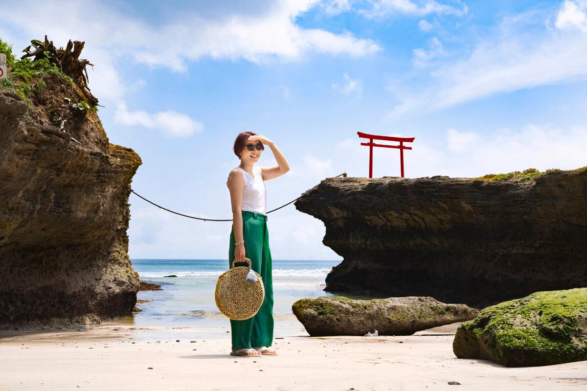 白浜神社 大明神岩の朱鳥居
