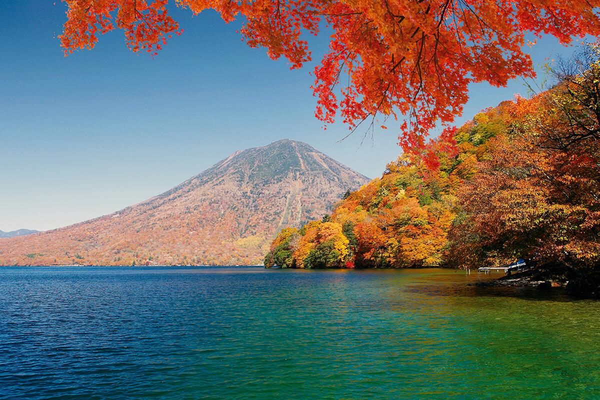 中禅寺湖(秋)