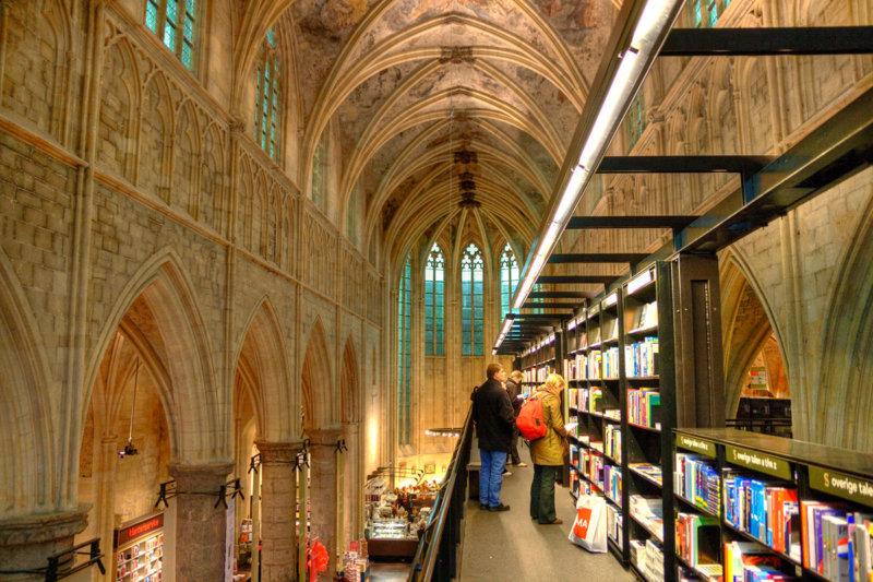 オランダ最古の町マーストリヒトと「世界の美しい本屋」のひとつドミニカーネン