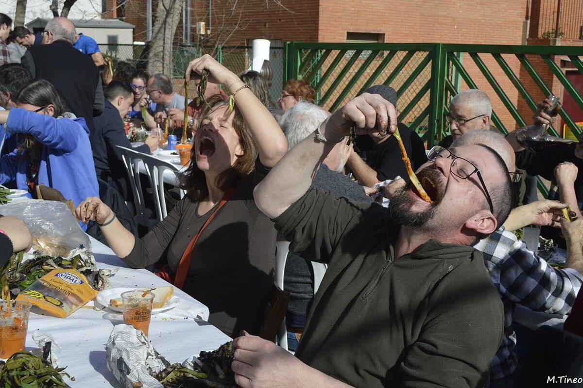 カルソッツを食べる人々