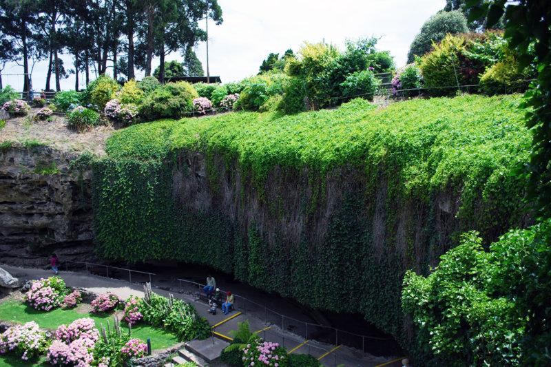 """""""埋もれた庭園"""" オーストラリアの「アンファーストン・シンクホール」が神秘的すぎる。"""