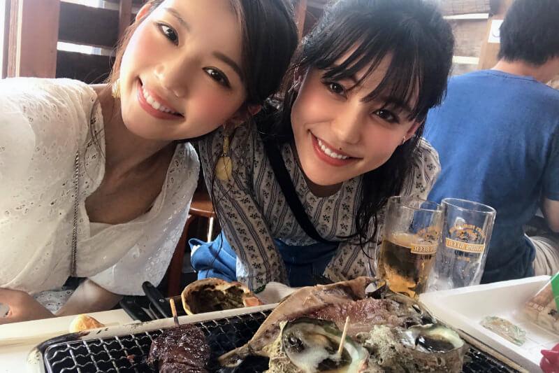人気モデルの南條有香と赤谷奈緒子が神奈川県の小田原、湯河原へ。BBQコーナーでは酒豪っぷりも発揮!