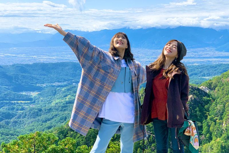 元AKB48の宮澤佐江と河西智美が秋の山梨県の甲府、「日本一の渓谷美」と謳われる昇仙峡へ!