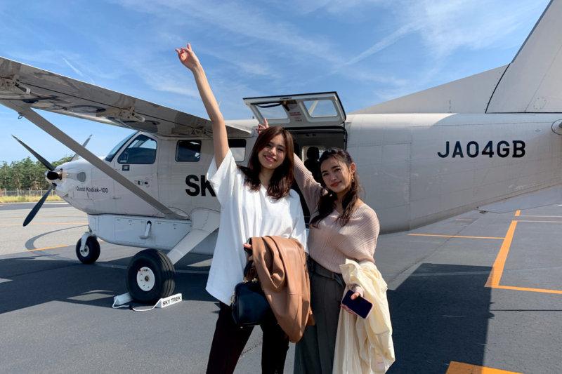 E-girlsの佐藤晴美と山口乃々華が小型航空機で信州・松本、塩尻へ!宿泊は扉温泉・明神館。